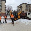 У Житомирі з вулиць почали вивозити сніг. ФОТО