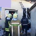 У Житомирі рятувальники гасили займання в ритуальному магазині. ФОТО