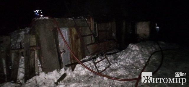 За добу в Лугинському районі рятувальники гасили дві пожежі у господарчих спорудах. ФОТО