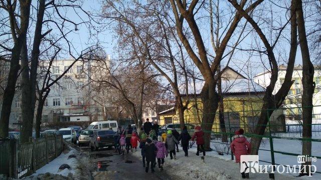 У Житомирі вулицю Лятошинського хочуть зробити пішохідною, а в дворах - автостоянку