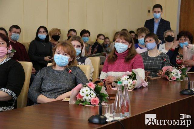 """Житомирянка Оксана Вознюк, яка народила 5 синів, отримала звання """"Мати-героїня"""""""