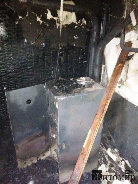 У Брусилові вогнеборці врятували двоповерхову приватну оселю, де сталася пожежа у котельні. ФОТО