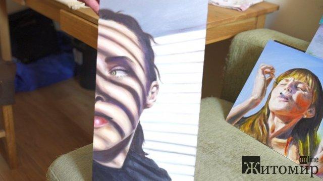 Жителька Житомирського району створює портрети в об'ємних витинанках. ФОТО