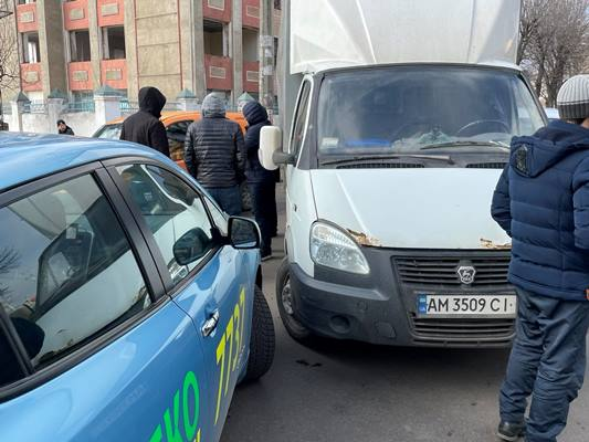 У Житомирі на розі Покровської та Домбровського знову аварія. ФОТО
