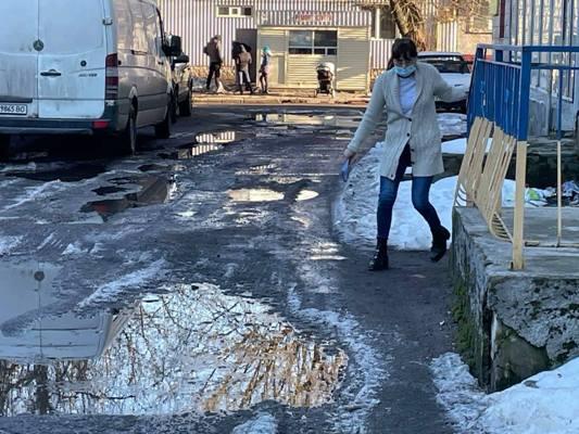 Хто зробив з вулиці Вокзальної у Житомирі суцільне болото? ФОТО