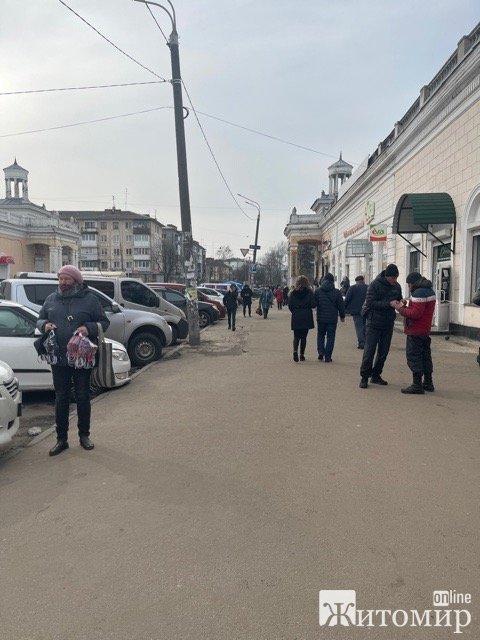 У Житомирі підприємці з Житнього ринку скаржаться, що їм не дають працювати. ВІДЕО