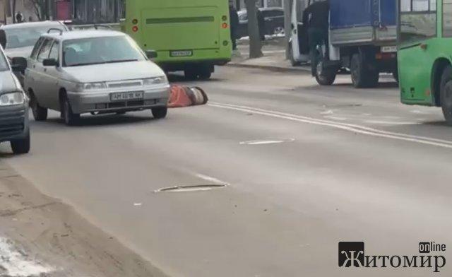 У Житомирі розшукали автомобіль, який збив жінку на Покровській та полишив місце ДТП