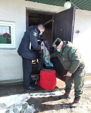У Житомирському районі поліція вилучила в селян майже 40 літрів самогону. ФОТО