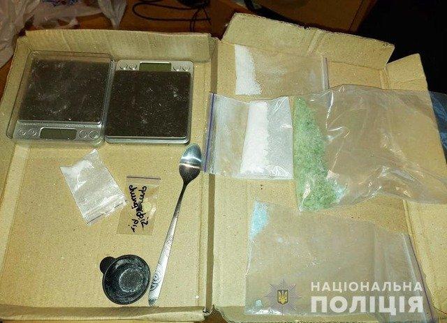 У квартирі житомирянина правоохоронці виявили психотропні речовини. ФОТО