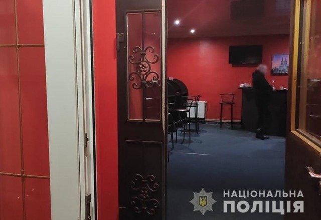 У Бердичеві в кафе викрили нелегальний гральний заклад. ФОТО