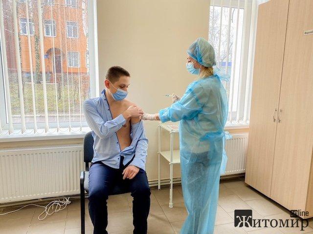 Сидір Ковпак: Команда Бунечка продовжує забирати у житомирських пенсіонерів дорогоцінну вакцину