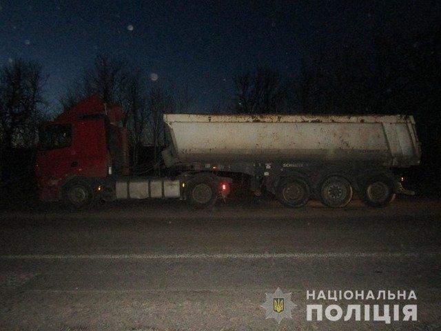 На Житомирщині затримали фуру з нелегальним піском. ФОТО