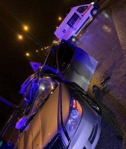 У Житомирському районі Skoda врізався у причіп вантажівки: є загиблий. ФОТО