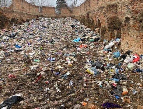 У Чуднівському районі зібрались жителі села, де знайшли 40 тонн львівського сміття. ВІДЕО