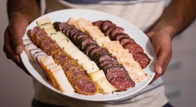 Українці можуть скуштувати органічні м'ясні продукти та сири з Європи