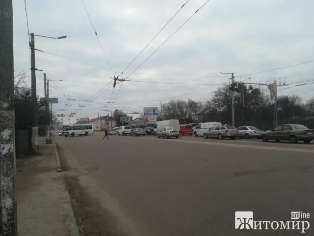 Непрацюючі світлофори на розі вулиць Покровська та Проспекту Незалежності. ФОТО.