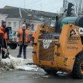 У Житомирі комунальники продовжують прибирати сніг. ФОТО