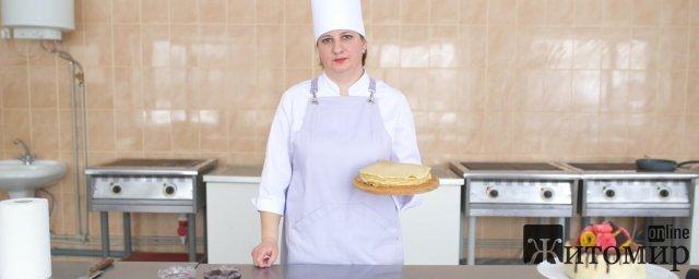 Житомирянка поділилася секретами приготування млинців на Масницю. ФОТО