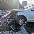 На трасі Київ-Чоп у Житомирській області Audi в'їхала в колесовідбійник. ФОТО