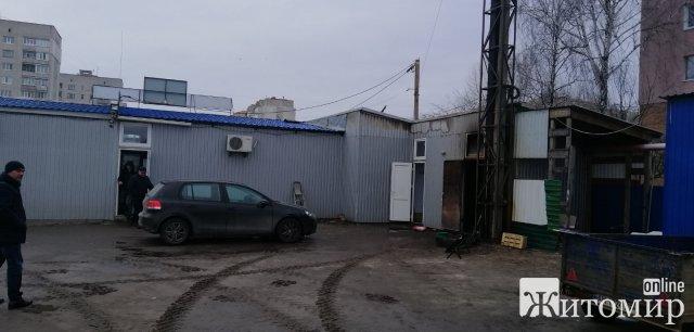 У Житомирі сталася пожежа на території недіючого заводу. ФОТО