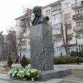 Як у Житомирі покладали квіти до пам'ятника Шевченка. ФОТО