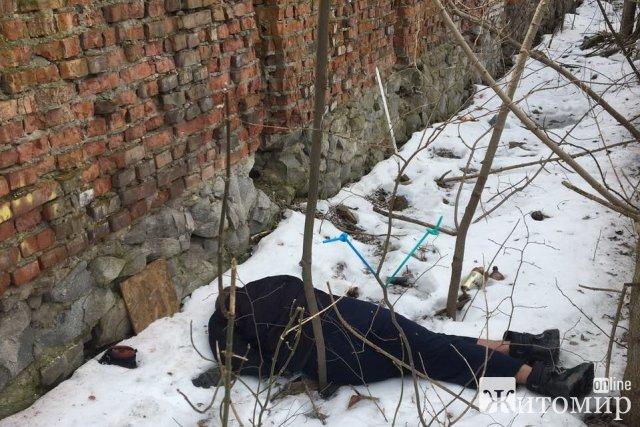 У Коростишеві з недіючої будівлі колишнього РЕМу впав чоловік. ФОТО