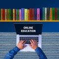 """У декількох житомирських школах були """"зірвані"""" онлайн уроки через образи вчителів"""