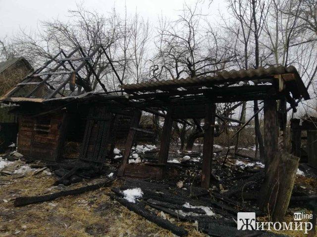 Рятувальники гасили пожежі у Радомишлі та селі Романівського району. ФОТО