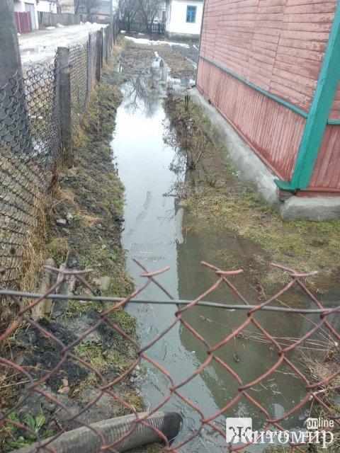 Рятувальники допомагали викачувати воду з обійсть жителів Житомирщини. ФОТО