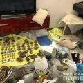 На Житомирщині та Київщині правоохоронці провели обшуки і вилучили 10 тонн дорогоцінного каміння. ФОТО