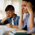 """Батьки хочуть отримувати 35% окладу вчителя на дистанційні: """"Від тижня навчання вдома"""""""