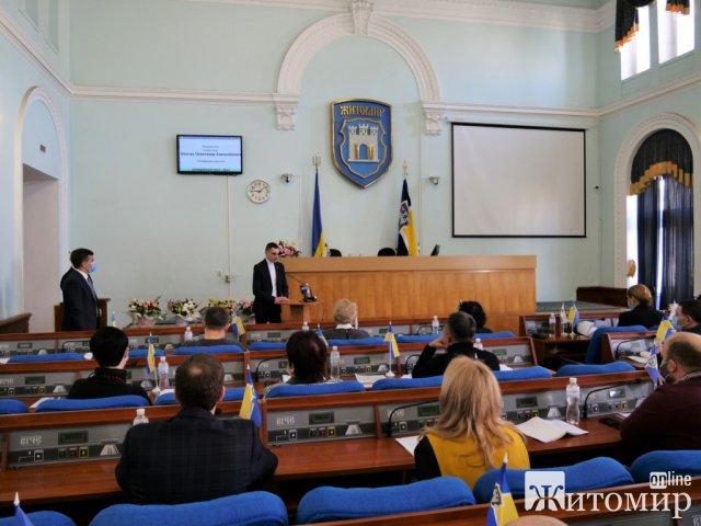 У Житомирі наймолодший депутат міської ради прийняв присягу