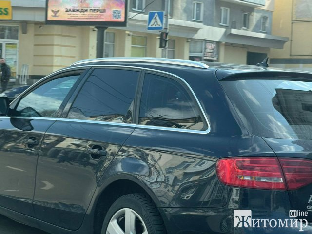 На перехресті в Житомирі не розминулись дві автівки. ФОТО