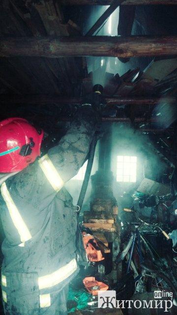 За добу на Житомирщині рятувальники області ліквідували дві пожежі в приватних оселях та ще дві – в господарських спорудах. ФОТО