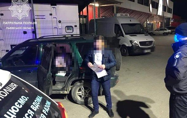 У Львові поліція зупинила машину з 14-річною дівчинкою за кермом. ФОТО