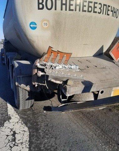 На Житомирщині зіштовхнулись Mercedes та бензовоз. ФОТО