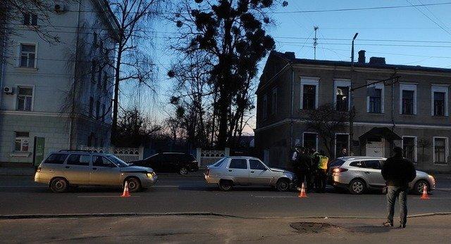 У Житомирі на вул. Перемоги сталася ДТП за участі 3 автівок. ФОТО
