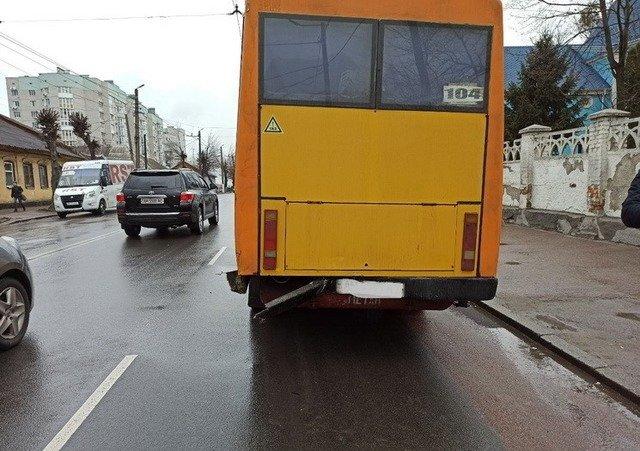 У Житомирі Lanos врізався у маршрутку. ФОТО