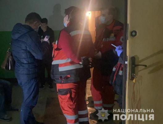 Вбивство в Києві: чоловік заскочив дружину з коханцем і вдарив суперника ножем у груди. ФОТО. ВІДЕО