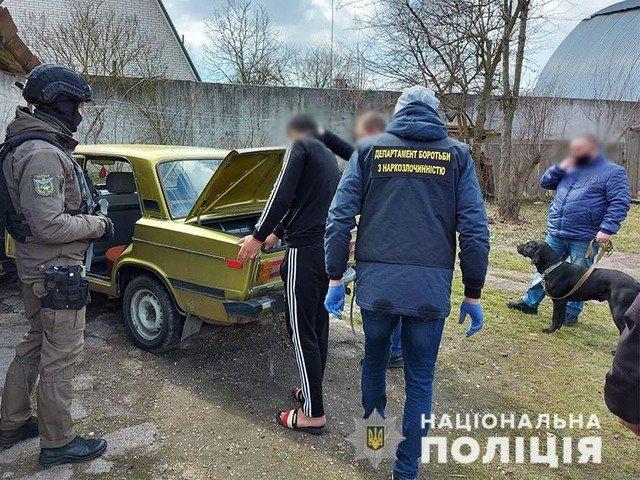 На Житомирщині викрили наркоділерів, що постачали наркотики до виправної установи. ФОТО. ВІДЕО