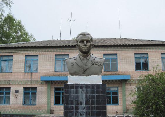 Пам'ятники Юрію Гагаріну на Житомирщині. ФОТО
