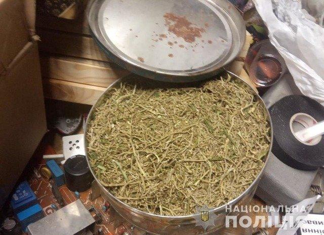 У Ружині правоохоронці вилучили у чоловіка наркотиків на 50 тисяч гривень. ФОТО