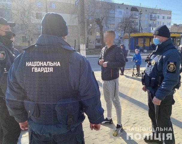 На Звягельщині за 2 дні зафіксували 43 випадки розпиття алкогольних напоїв у громадських місцях. ФОТО