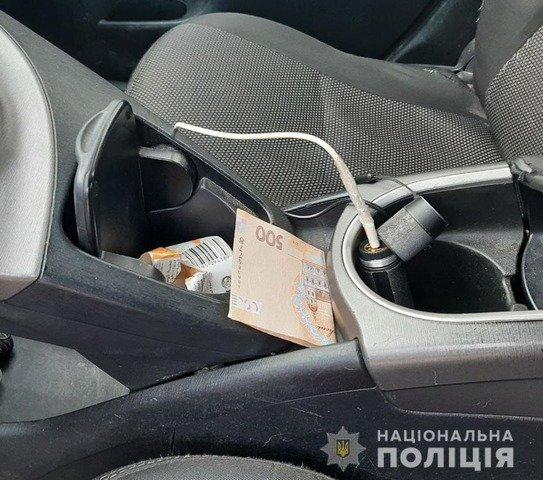 У Житомирському районі чоловік намагався відкупитись від патрульних. ФОТО