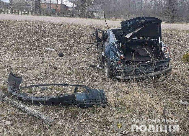 У Коростенському районі перекинулася автівка, є травмовані. ФОТО