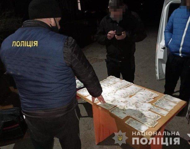 На Житомирщині посадовець отримав хабар за продаж селекційних овочів. ФОТО