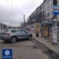 У Житомирі оштрафували водія, який припаркував авто на зупинці. ФОТО