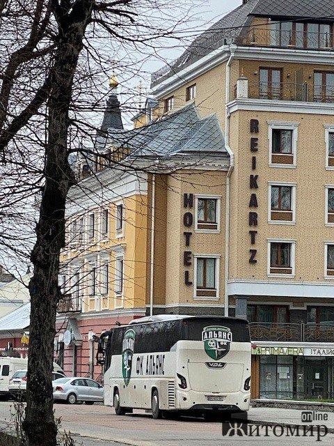 """Суперник житомирського """"Полісся"""" відпочиває в готелі """"Рейкарц"""". ФОТО"""