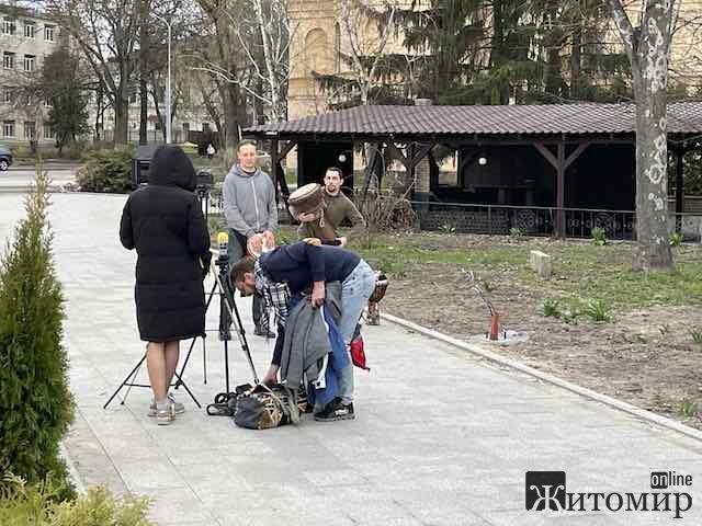"""Під рестораном """"Гайки"""" у Житомирі - безкоштовний концерт гурту """"Вулба"""". ФОТО. ВІДЕО"""