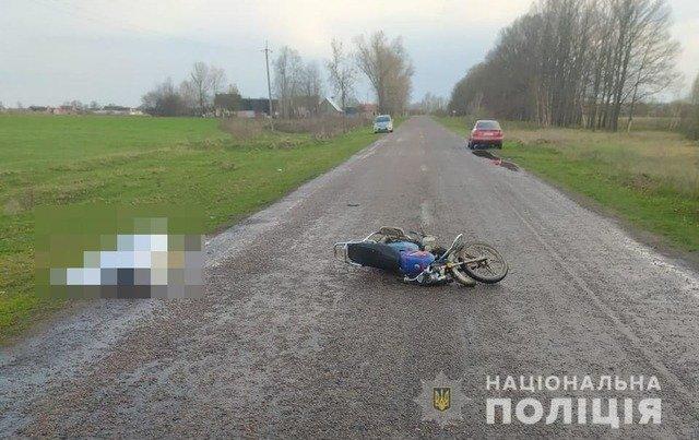 На Житомирщині внаслідок ДТП загинула пасажирка мопеда. ФОТО